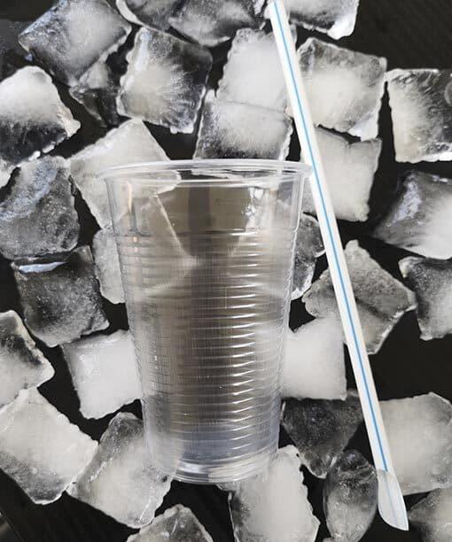 plastikkrus og slush ice sugerør med ske
